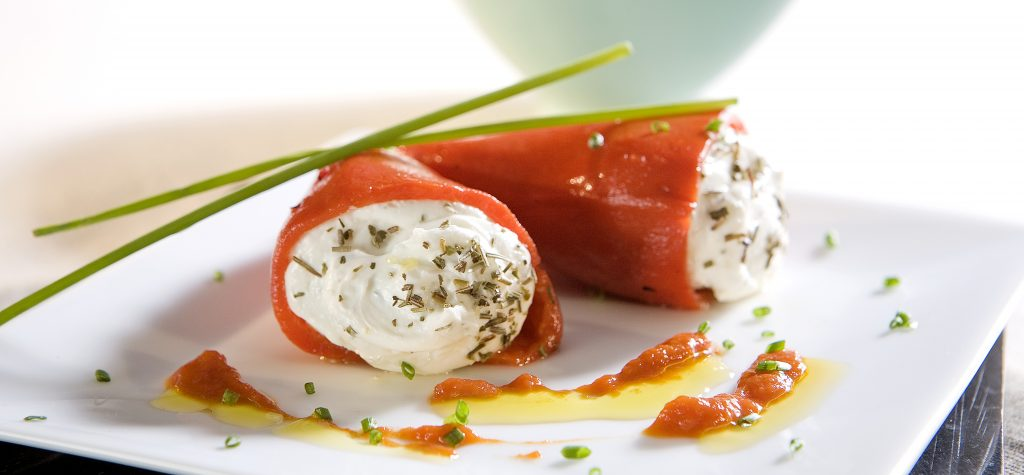 Piquillo relledo de queso | Piquillo with cream cheese